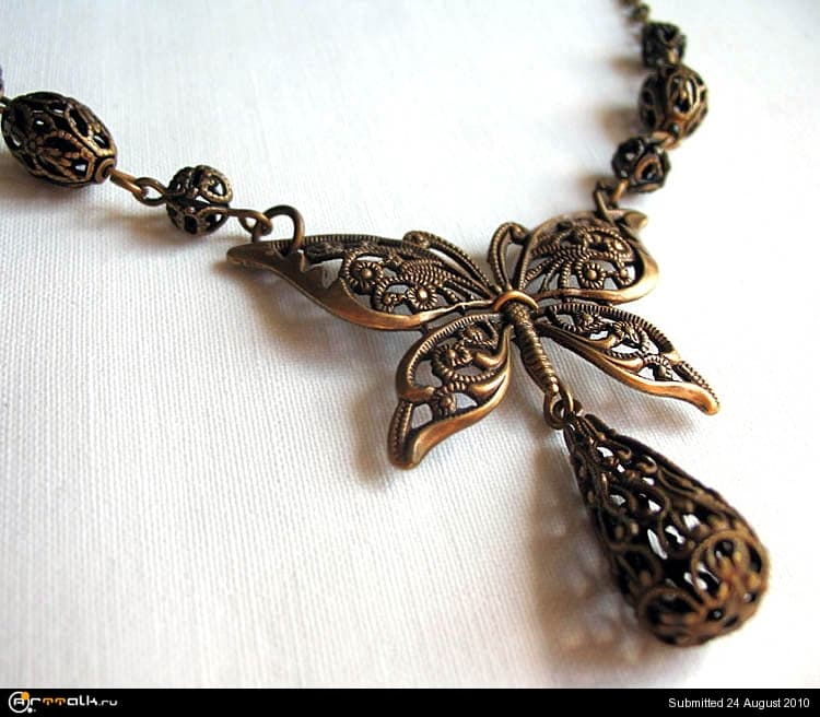 Filigree_Butterfly_Necklace_by_Aranwen.jpg.a2dd63d4c5edb93575b0b40bb11179f9.jpg