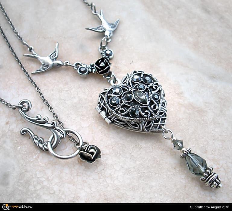 Silver_Heart_Locket_by_Aranwen.jpg.2deef9728753fab61f2baf15294edd5b.jpg