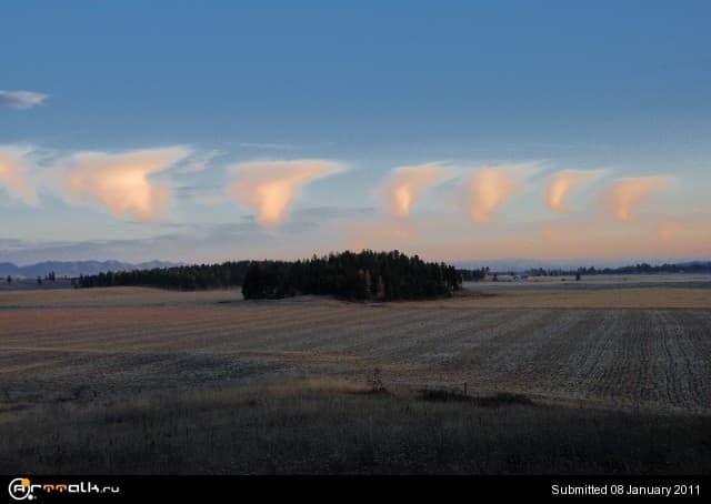 Strange-Clouds.jpg.e0e96dba4d74b3973321880aa75a79a1.jpg