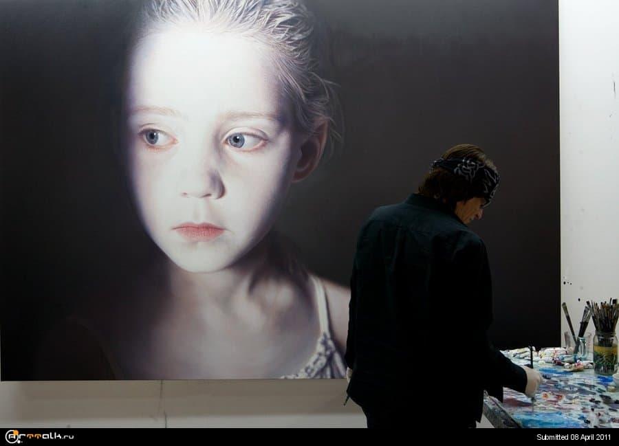 Helnwein_in_the_studio_by_gottfriedhelnwein.jpg.def0910fa1d8c5acc221302055a5cd5e.jpg