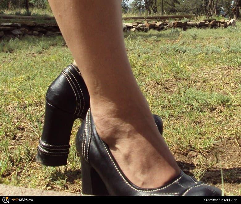 Nice_Legs_by_Sumi_no_Me.jpg.2bf788ab2cfa7307a5b7df49c888fdc9.jpg