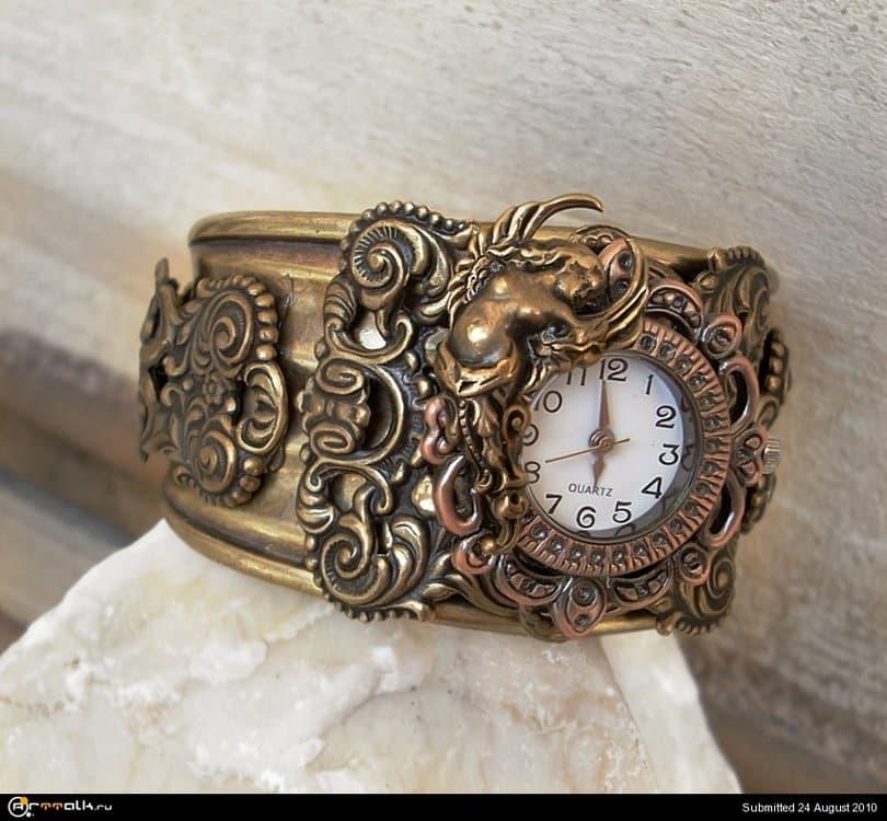 Baroque_Goddess_Cuff_watch_by_Aranwen.thumb.jpg.09bf80e4b2077f54858d26409e5d9a66.jpg