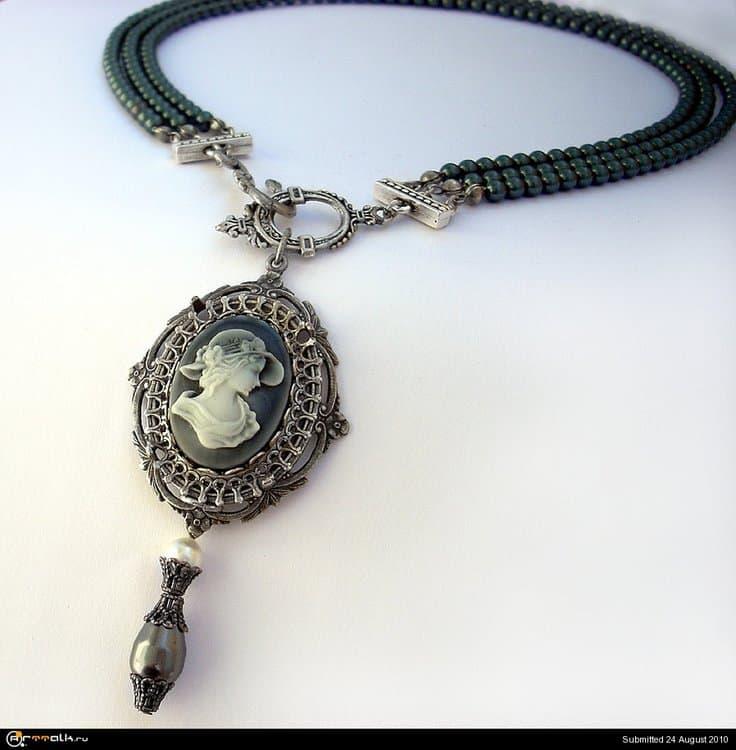 Black_Pearl_Necklace_by_Aranwen.thumb.jpg.75083dda618ce9a4933572fbac54ab20.jpg