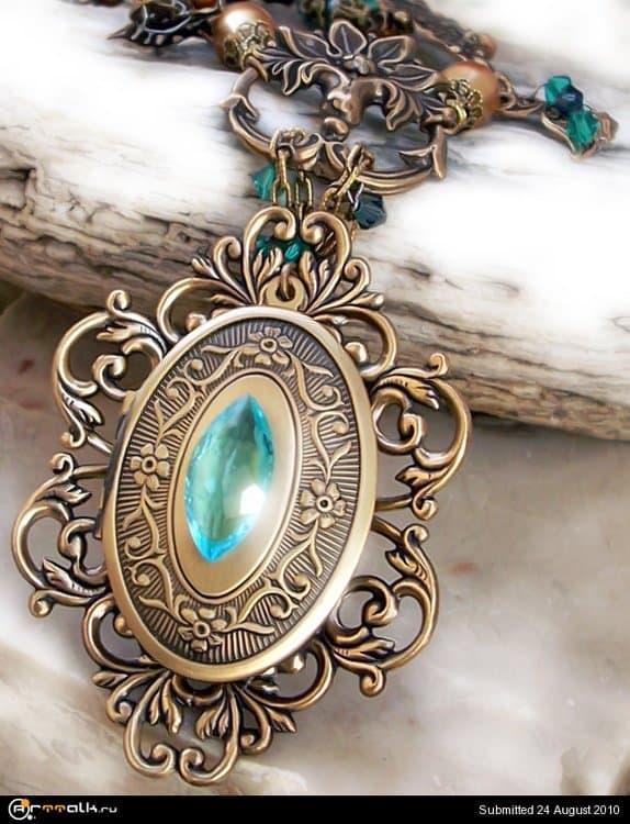 Emerald_Dragon_Golden_Amulet_by_Aranwen.thumb.jpg.9886965e861c43791e8d02fdcf97f56f.jpg