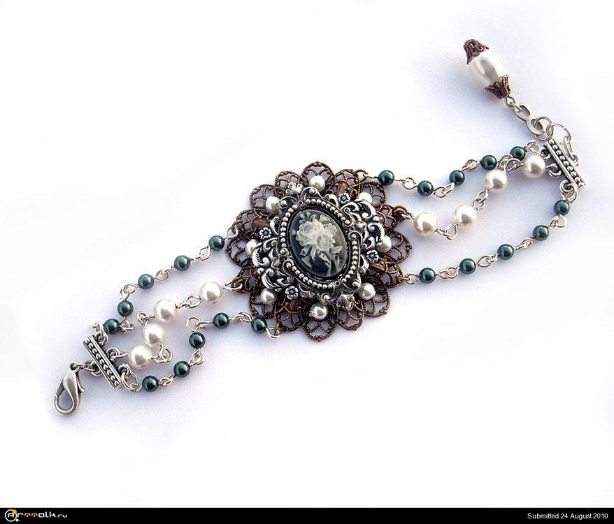 Filigree_and_Pearls_Bracelet_by_Aranwen.thumb.jpg.9248aac19fc0ca68f001523b9ee21868.jpg