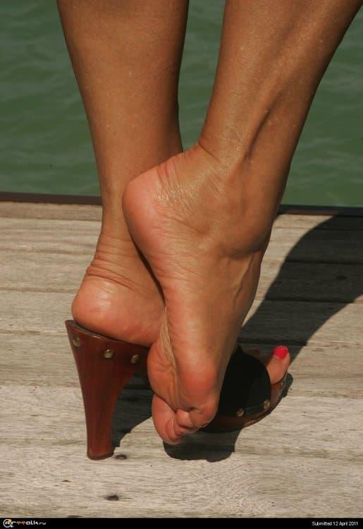 Hottie_Feet_Part_V___2_by_e.thumb.jpg.2282e1a29a827da62585a9debc545edb.jpg