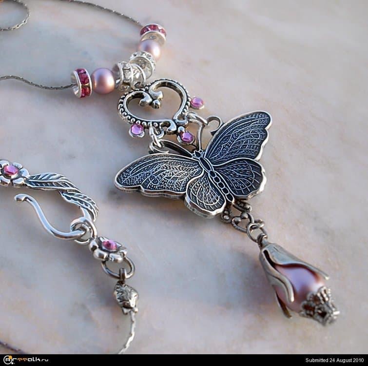 Pink_Crystal_Necklace_by_Aranwen.thumb.jpg.823b750f807eed6fe51b0154b6d3df2f.jpg