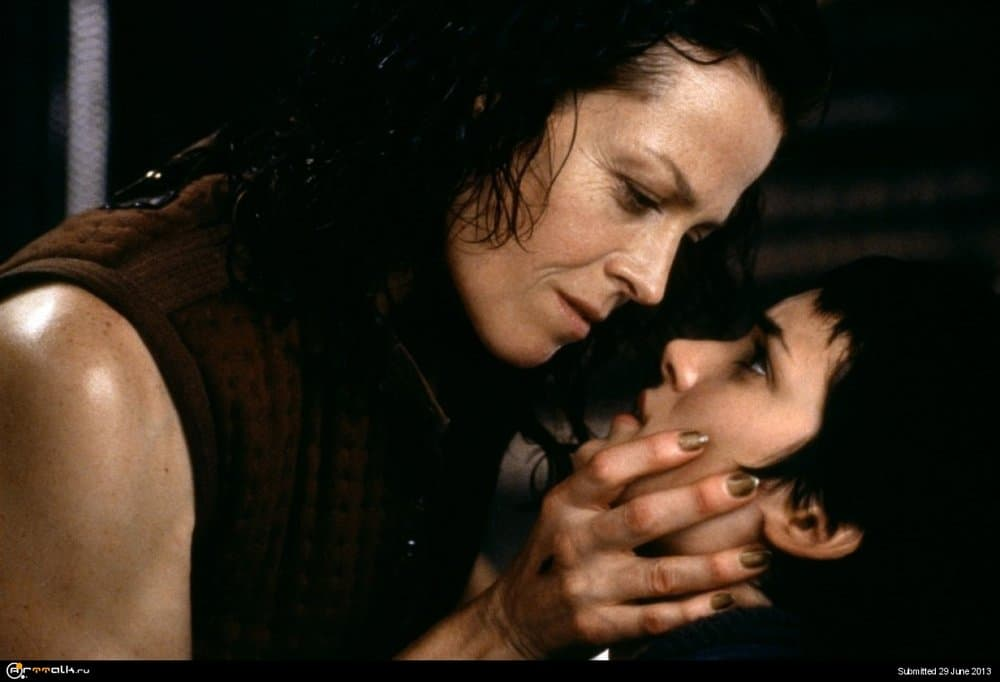 Sigourney-Weaver-and-Winona-Ryder-in-Alien-Resurrection-1997-Movie-Image.thumb.jpg.e9a43f545e7dce972a3d25a0b61ceceb.jpg