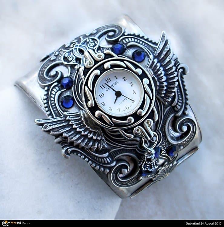 Silver_Cuff_Watch___Blue_2_by_Aranwen.thumb.jpg.f55120a2291faa657027192bdf6a968a.jpg
