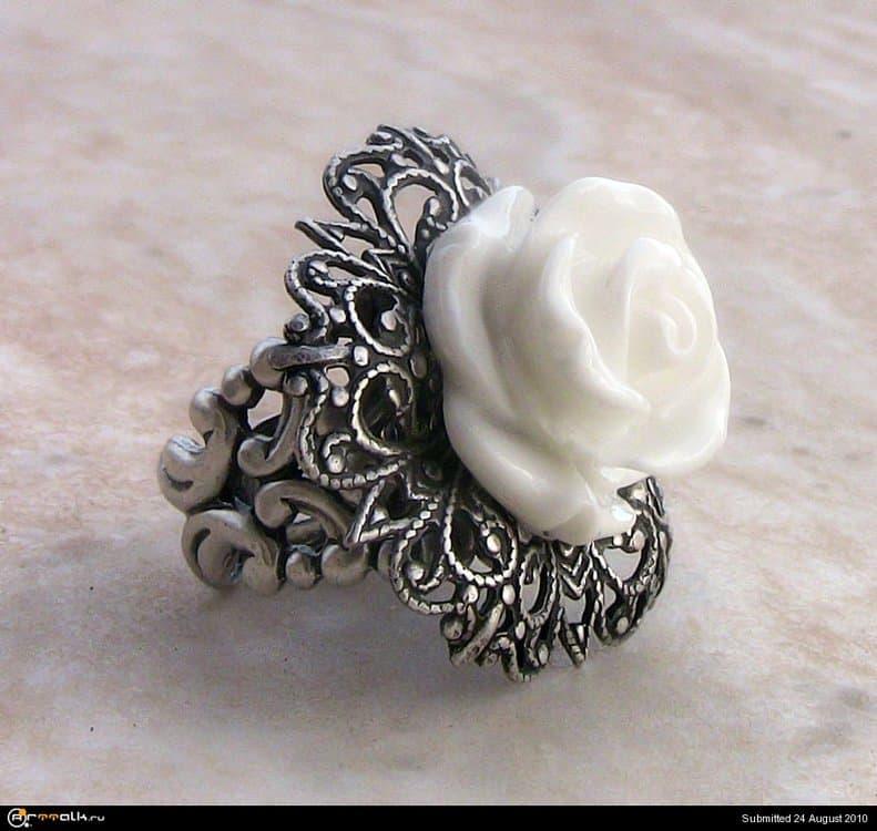 White_Rose_Ring_by_Aranwen.thumb.jpg.4db7b359e0fe696931c7b7ccc5d067bb.jpg