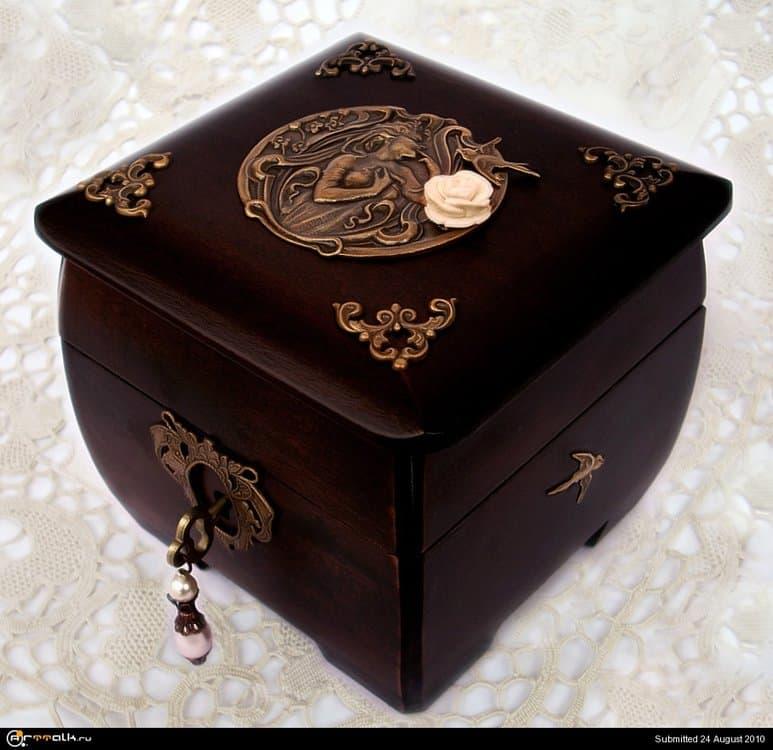 Wooden_Treasure_Box_by_Aranwen.thumb.jpg.7b8b2bd5aa6176c377685ee38165ce3b.jpg