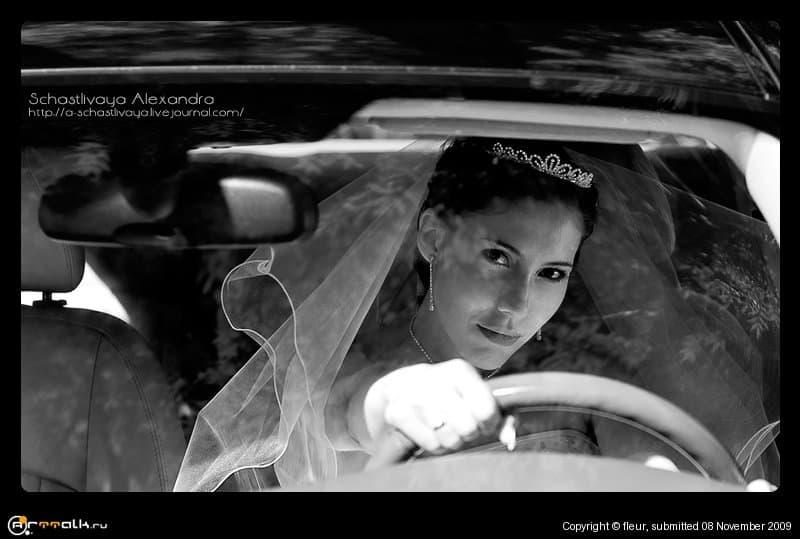 Осторожно, невеста за рулем!